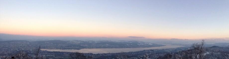 Abenddämmerung über Zürichsee