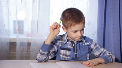 the child is doing homework, to do the job, motion video 1080p