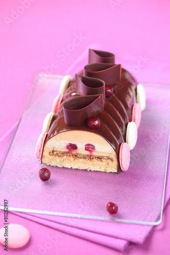 Papiers peints Dessert Caramel, Cherry and Praline Yule Log Cake