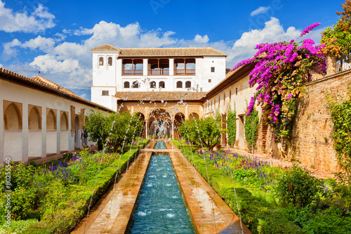 Alhambra de Granada. Generalife's fountain and gardens - 80255540