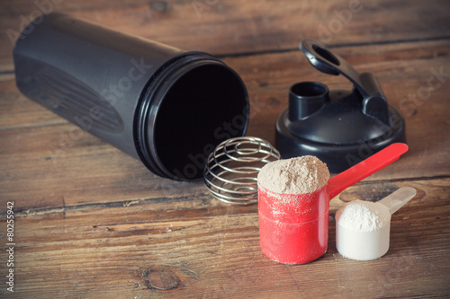Whey protein powder in scoop  and plastic shaker - 80255942