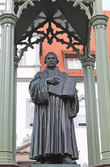 Wittenberg: Denkmal Luther vor Rathaus (1821, Sachsen-Anhalt)