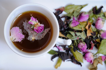 Aromatic infusion of flower petals