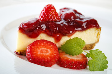 Cheesecake with strawberry jam and strawberries