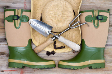 Accessories for a fashionable gardener