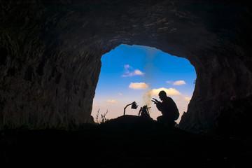 mağaraya sığınmak