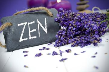Kreidetafel mit Lavendel und ZEN