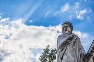 statua in piazza del popolo