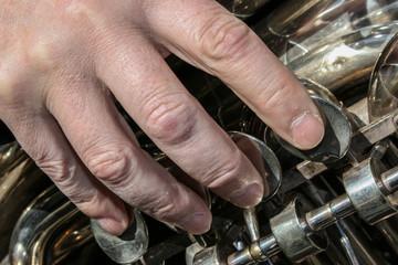 Tocando el trombón
