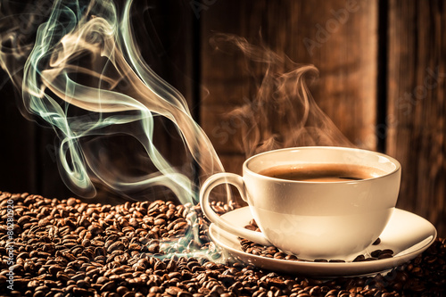 Foto op Canvas Koffie Taste coffee cup with roasted seeds