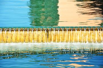 Annecy, Francia, agua corriendo