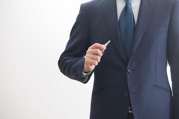鍵を持つビジネスマン