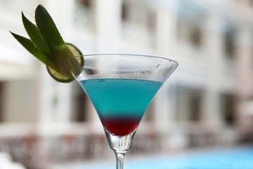 Alkohol Cocktail am Pool