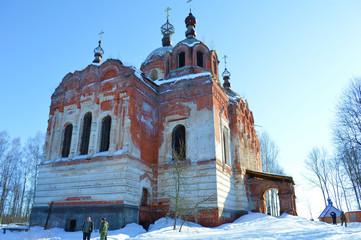 Стены древнего монастыря