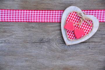 Grußkarte - Karo Herz  auf Holz