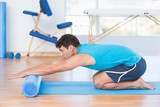 Man exercising with foam roller - 80305994