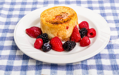 Individual Cheesecake with Berries