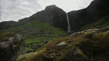 Catarata en Islandia con Slide