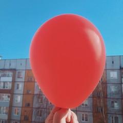 Красный воздушный шар