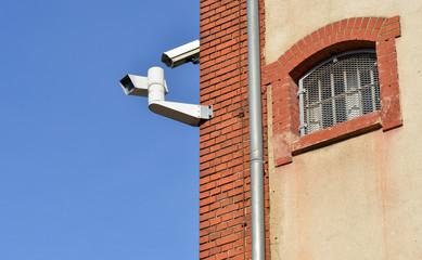 Kameras und Gefängnisfenster