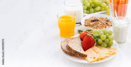 Leinwandbild Motiv healthy and nutritious breakfast with fresh fruits and vegetable