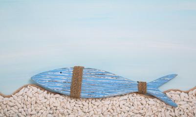 Blauer Deko Fisch als christliches Symbol zur Taufe