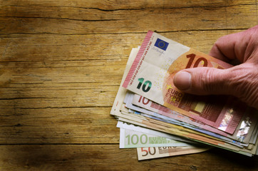 Ewro ユーロ Uro 欧元 Ouro यूरो Euro Ευρώ Евро Eur يورو