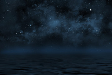 Sternen Himmel mit dichten Wolken über Wasser