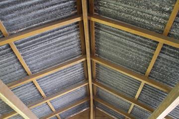 Dachstuhl mit Wellblech gedeckt