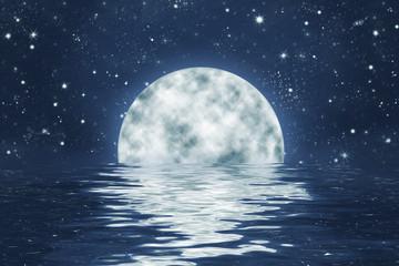 Vollmond an Sternen Himmel mit Spiegelung in Wasser, Hintergrund