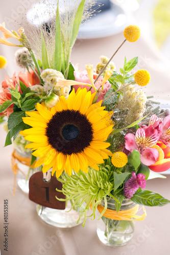 Aluminium Zonnebloemen Floral Centerpiece at Wedding Reception