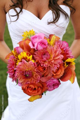 In de dag Zonnebloem Bride Holding Wedding Bouquet with Orange and Pink Flowers