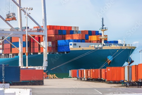 Leinwanddruck Bild Cargo Ship Loading