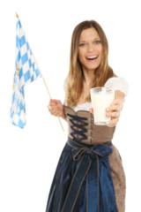 Frau im Dirndl mit einem Glas Milch