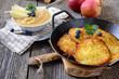 Leinwanddruck Bild - Leckere Kartoffelpuffer mit Apfelmus