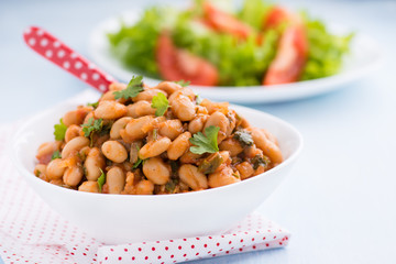 Stewed white beans in tomato sauce