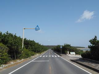 青空の一本道