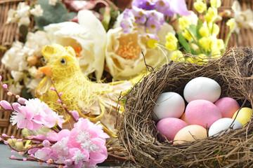 uova nel nido Pasqua
