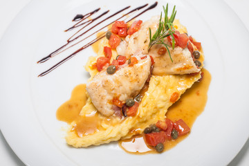 Chicken with tomatoes, capers and mashed potatoes