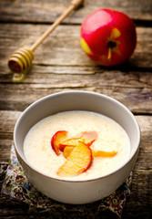 porridge with caramel apples
