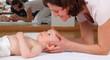 Osteopahie bei einem Baby - 80421318