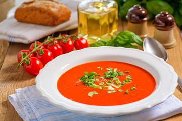 Tomatensuppe im Teller 1