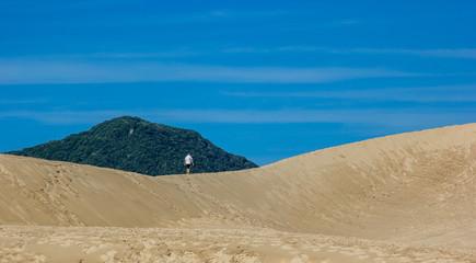Caminhando na areia