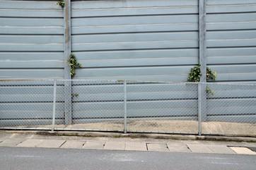フェンスと壁