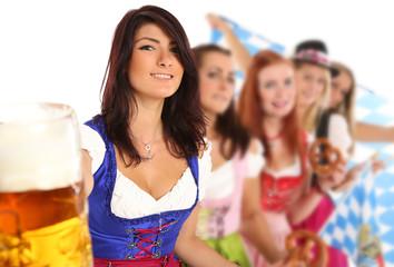 Freundinnen in bayrischer Tracht