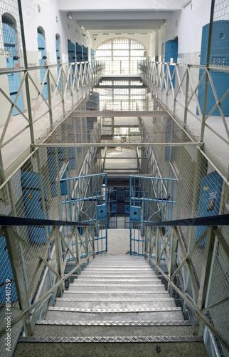Leinwanddruck Bild Gefängnis Treppenhaus