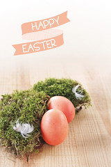 happy easter banderole und rote ostereier im moos