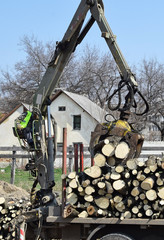Log loader machinery