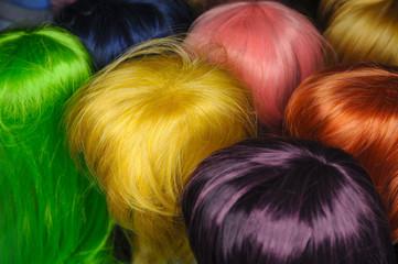 Farbige Perücken
