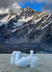 Iceberg at Hooker Lake, Mount Cook National Park - New Zealand